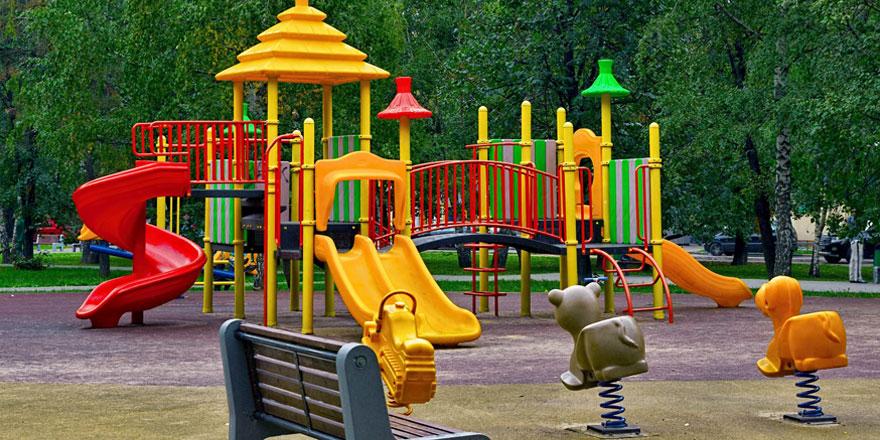 Aires de jeux et portiques pour enfants